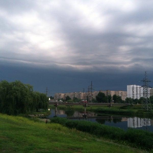 รูปภาพถ่ายที่ Троєщинський канал โดย Maksim K. เมื่อ 6/11/2013