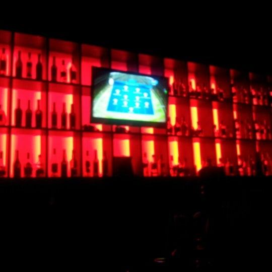 Foto tomada en Kalina Bar Restaurant por Ferhat G. el 12/5/2012