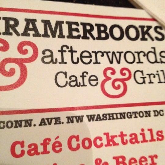Photo prise au Kramerbooks & Afterwords Cafe par Nia M. le10/13/2012