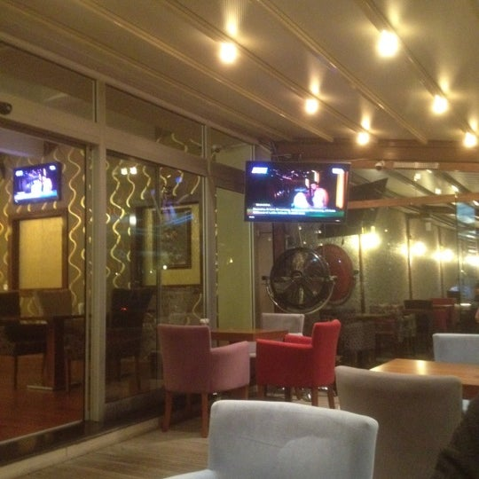 Photo prise au Gemini Cafe & Restaurant par İlhan k. le10/4/2012