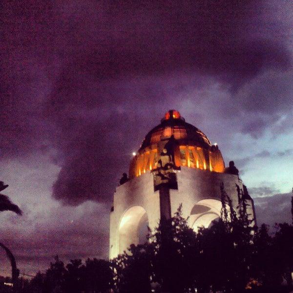 Foto tomada en Monumento a la Revolución Mexicana por Héctor E. el 6/29/2013