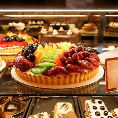 Foto diambil di Swiss Haus Bakery oleh Swiss Haus Bakery pada 11/6/2013