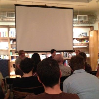 Das Foto wurde bei BookCourt von Laurel T. am 9/26/2012 aufgenommen