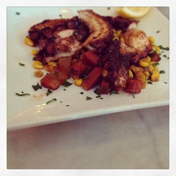 Foto diambil di Monte's Restaurant oleh Montes pada 10/12/2013