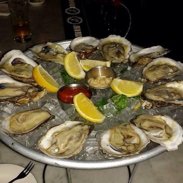 Foto diambil di Monte's Restaurant oleh Montes pada 6/4/2014