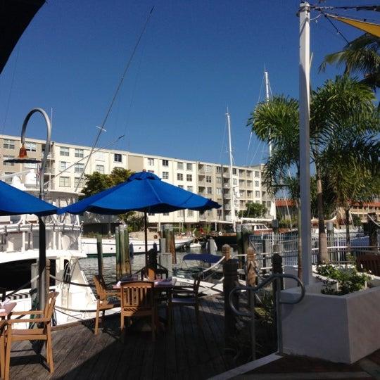 Photo prise au Bimini Boatyard Bar & Grill par Frankie G. le11/25/2012
