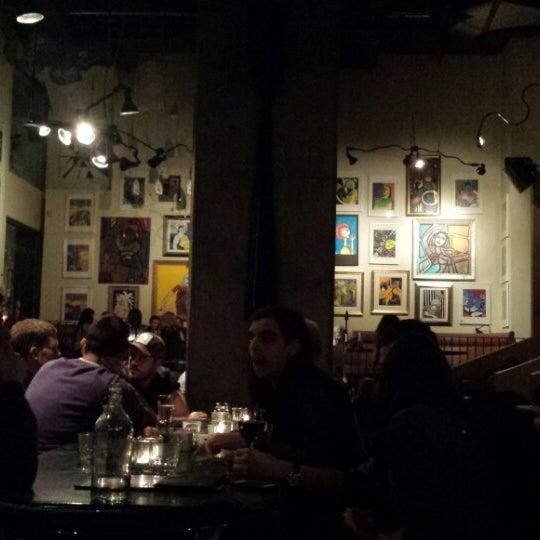 Foto diambil di Subeez Cafe Restaurant Bar oleh Junia A. pada 2/22/2014