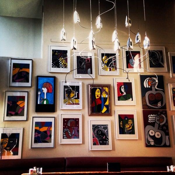 Foto diambil di Subeez Cafe Restaurant Bar oleh Junia A. pada 10/14/2013