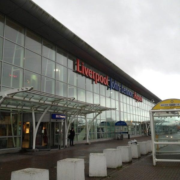 รูปภาพถ่ายที่ Liverpool John Lennon Airport (LPL) โดย Iris เมื่อ 12/31/2012