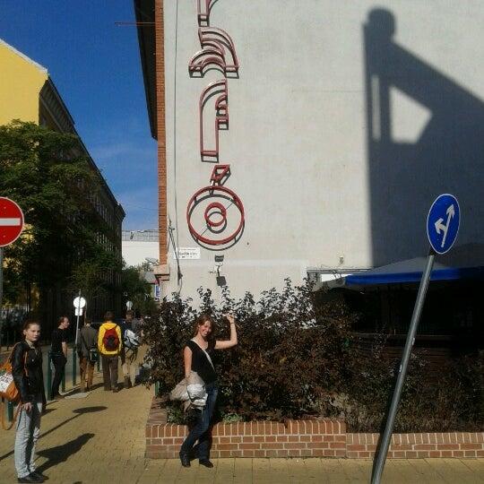 10/4/2012 tarihinde Qvikziyaretçi tarafından Trafó - House of Contemporary Arts'de çekilen fotoğraf