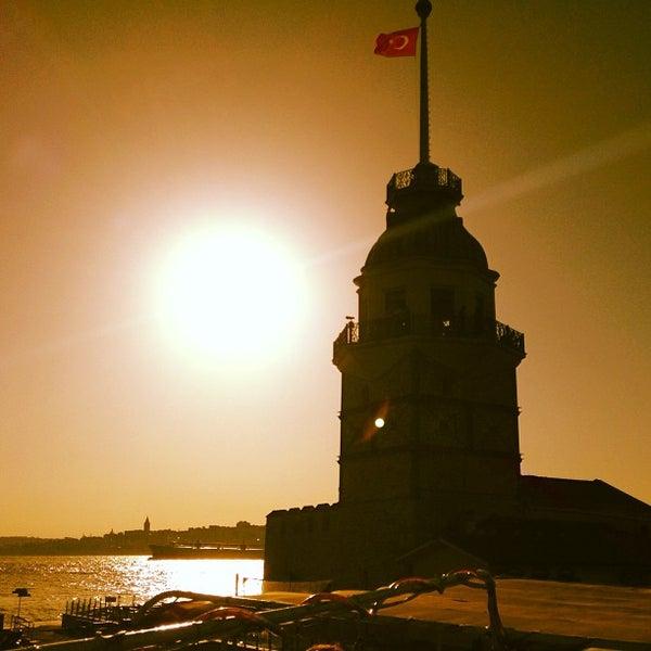 6/23/2013にÖmer B.がKız Kulesiで撮った写真