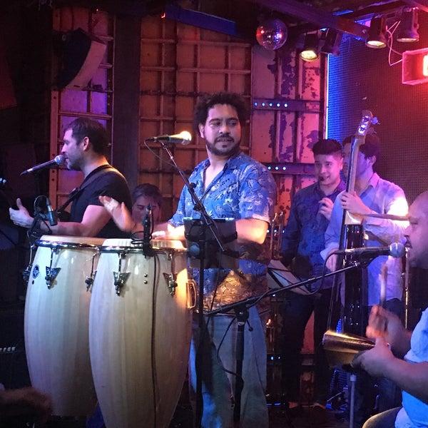 Foto diambil di El Intruso oleh Roxy D. pada 6/18/2016