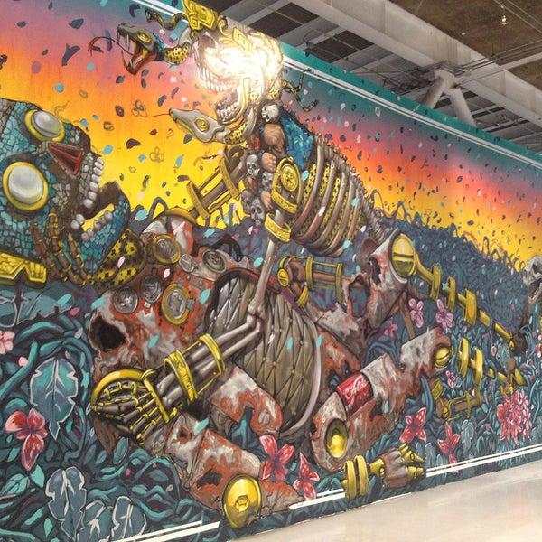El artista italiano Pixel Pancho realizó en una pared interior un mural llamado Rinascita o Fine, con un clara influencia de elementos prehispánicos y robots vivientes representa el ciclo de la vida.