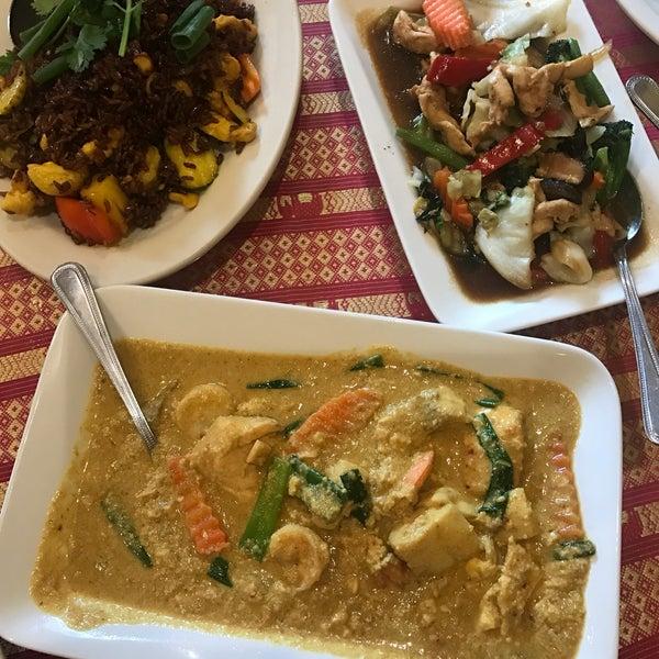 Снимок сделан в Naung Mai Thai Kitchen пользователем SQ S. 3/30/2018