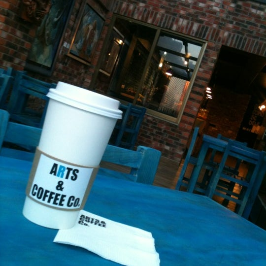 Foto diambil di Arts & Coffee Co. oleh Horacio G. pada 10/5/2012