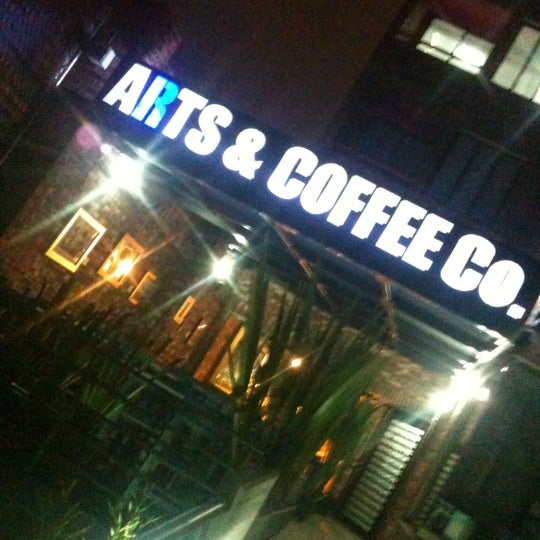 Foto diambil di Arts & Coffee Co. oleh Horacio G. pada 10/24/2012