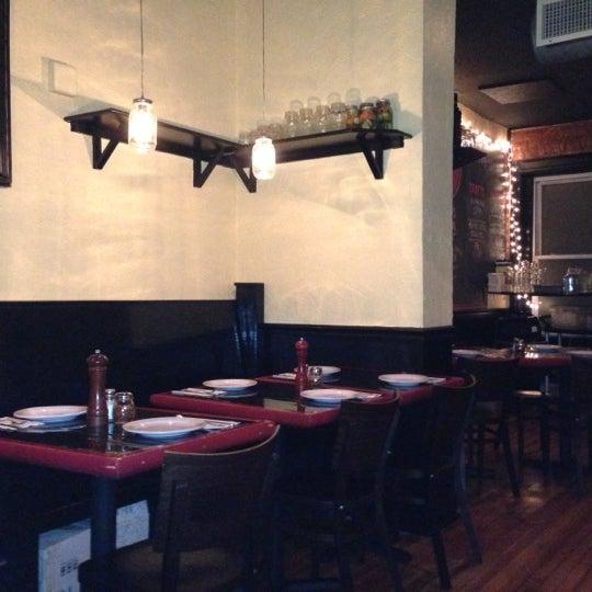 Foto tomada en Radius Pizza por Josh N. el 12/7/2012