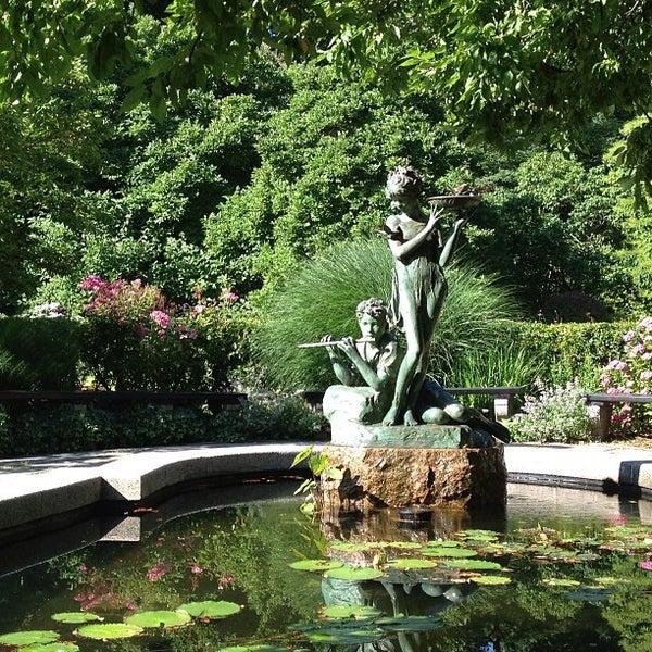 Foto scattata a Conservatory Garden da Emily B. il 7/7/2013