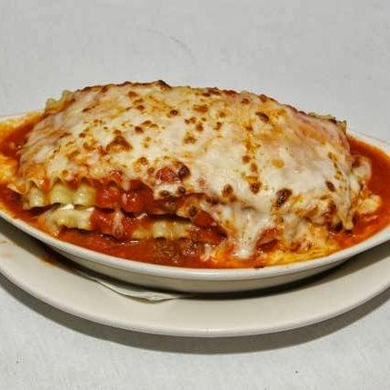 Das Foto wurde bei Lasagna Restaurant von Lasagna Restaurant am 9/8/2014 aufgenommen