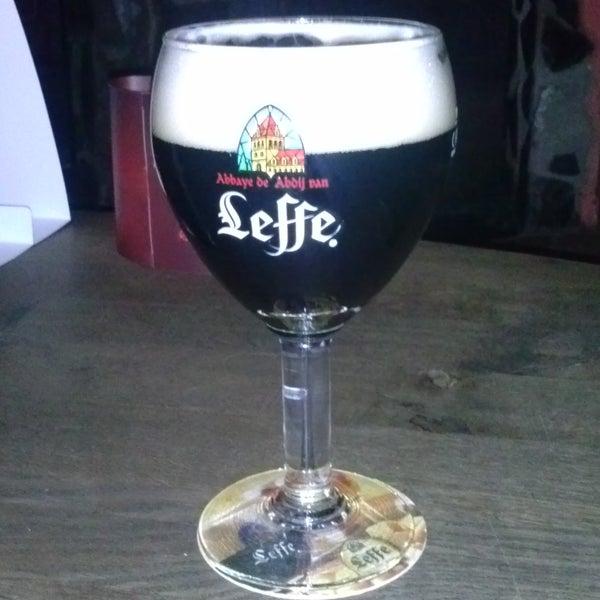Mnoho druhu piva. Prijemne prekvapeni je toceny Leffe za 36,- a nekuracky salonek