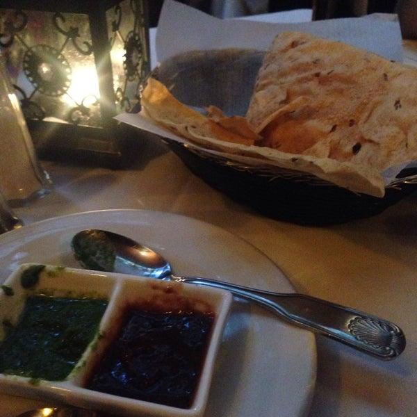Photo prise au 2 Darbar Grill Fine Indian Cuisine par JIMENA F. le5/15/2016