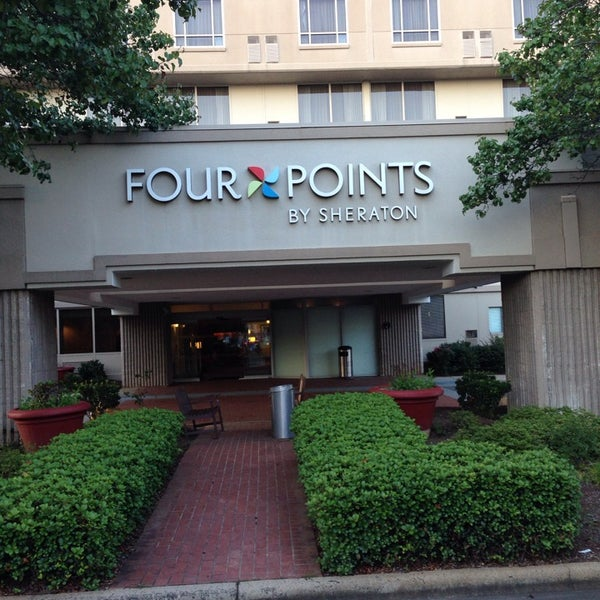 Foto scattata a Four Points by Sheraton Charlotte da Ron M. il 7/16/2014