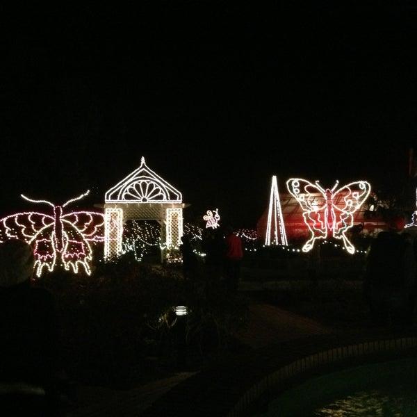 Photo taken at Christmas Lights Tour At Bellingrath Gardens by TK L. on 12/