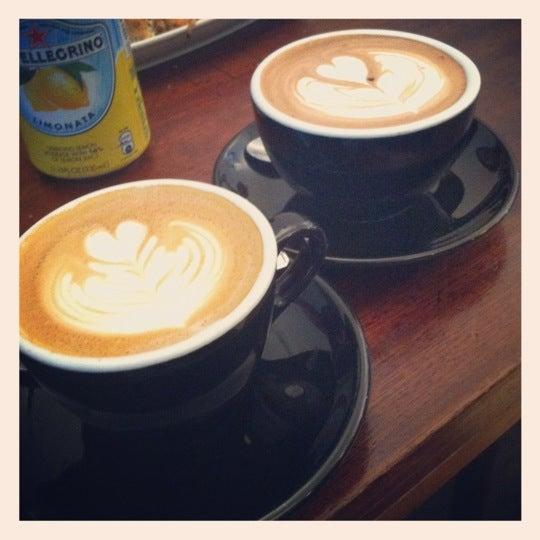 11/10/2012 tarihinde Felicia T.ziyaretçi tarafından Kaffeine'de çekilen fotoğraf
