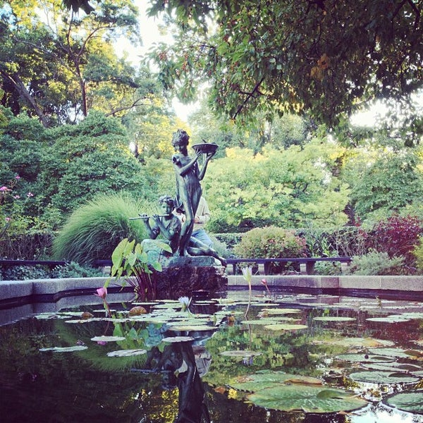 Foto scattata a Conservatory Garden da Laura T. il 9/23/2013