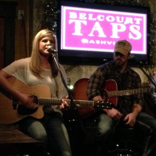 Foto scattata a Belcourt Taps da Tim R. il 12/12/2012