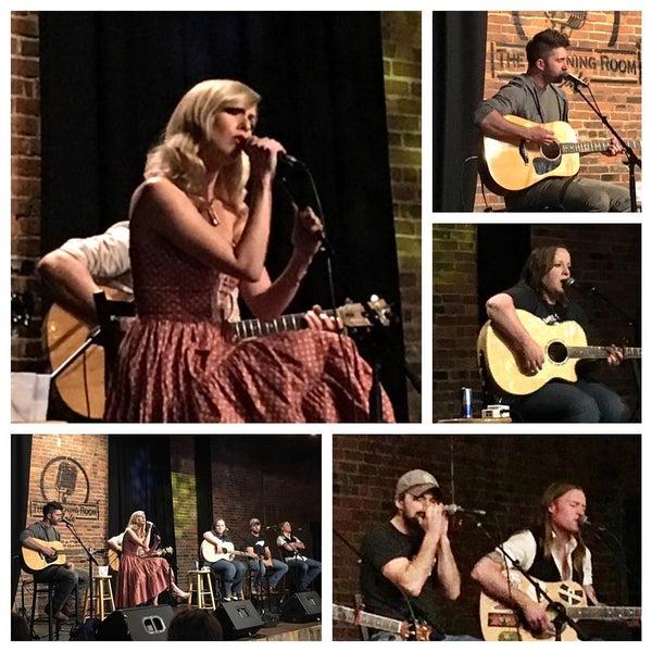 Foto scattata a The Listening Room Cafe da Tim R. il 3/22/2016
