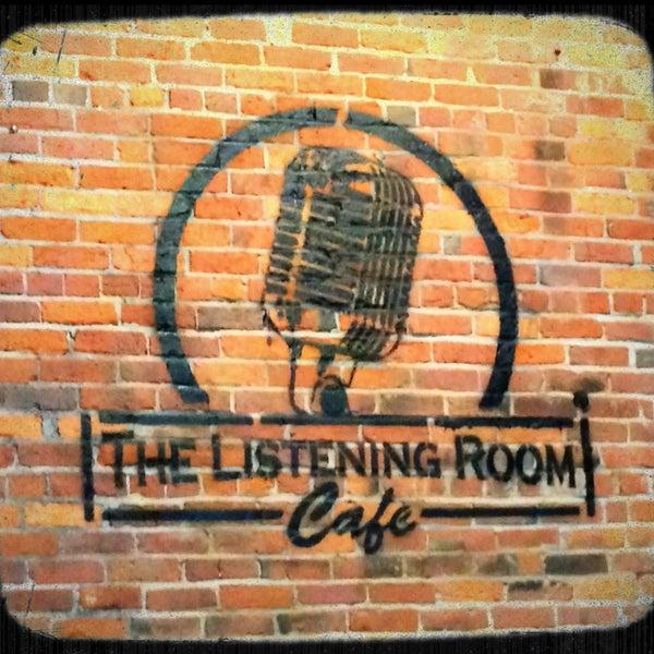 Foto scattata a The Listening Room Cafe da Tim R. il 2/9/2013