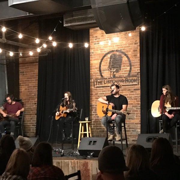 Foto scattata a The Listening Room Cafe da Tim R. il 12/21/2016