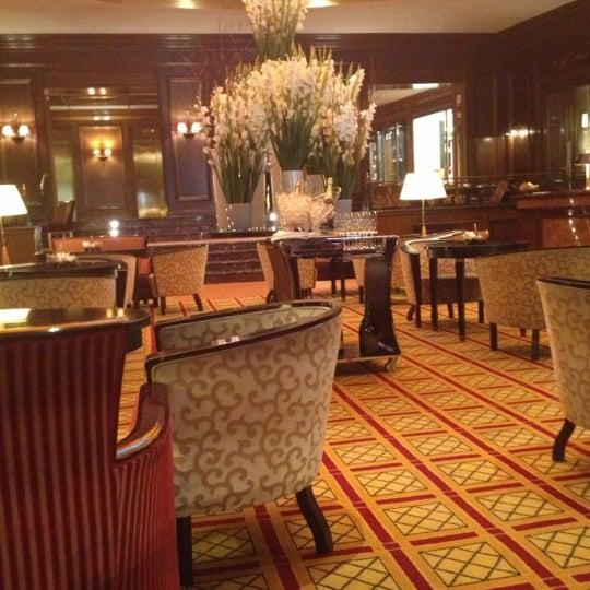 รูปภาพถ่ายที่ Hotel Vier Jahreszeiten Kempinski โดย Лена К. เมื่อ 10/30/2012