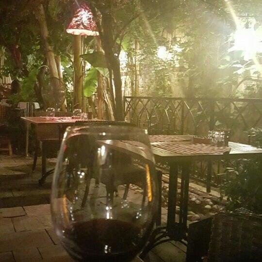 Das Foto wurde bei Il Vicino Pizzeria von Deniz G. am 8/6/2015 aufgenommen