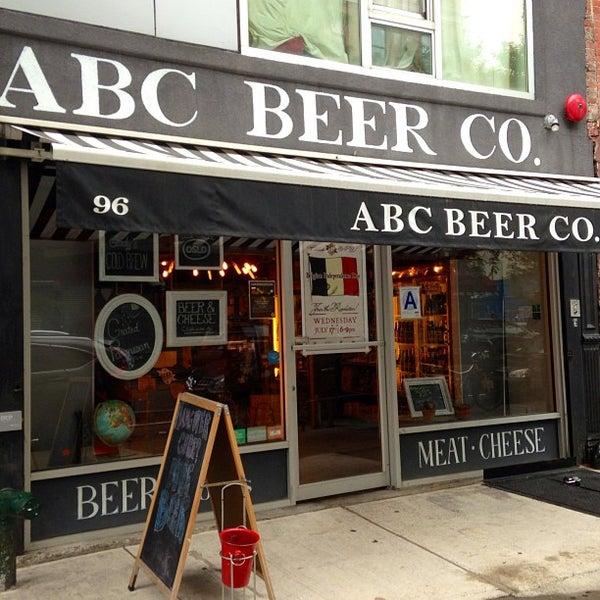Das Foto wurde bei Alphabet City Beer Co. von Scott B. am 7/12/2013 aufgenommen