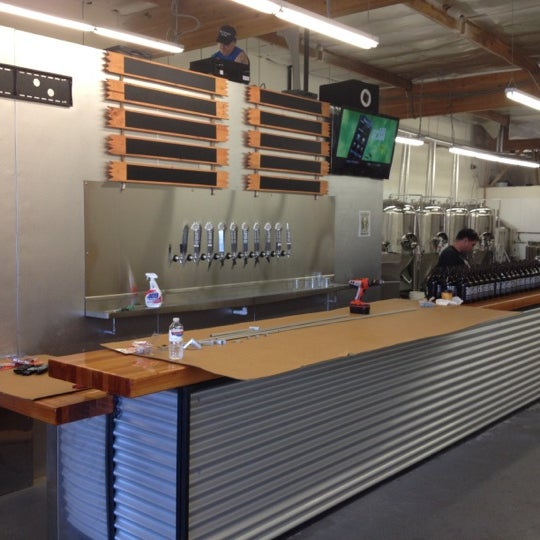 Foto diambil di Helm's Brewing Co. oleh Bryan R. pada 10/7/2012
