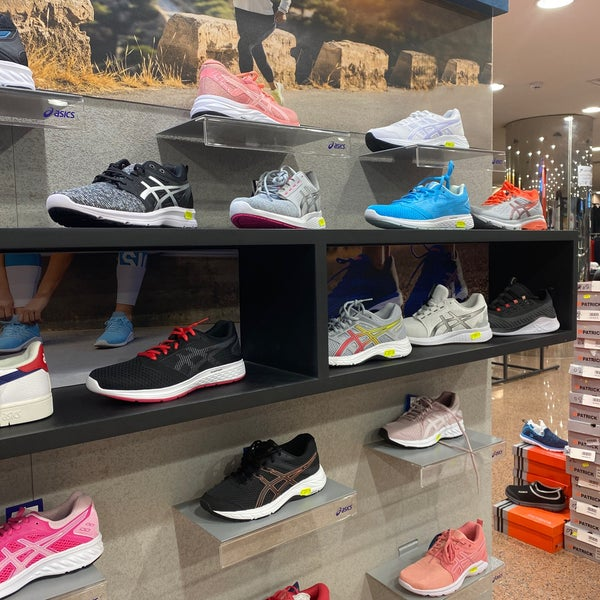 بيت الرياضة الفالح El Faleh Sporting Goods Shop In الرياض
