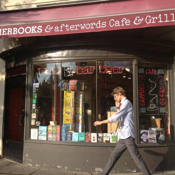 Photo prise au Kramerbooks & Afterwords Cafe par Isabel L. le6/27/2013