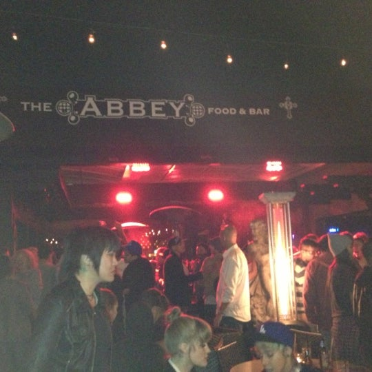 Photo prise au The Abbey Food & Bar par Nolan S. le11/22/2012
