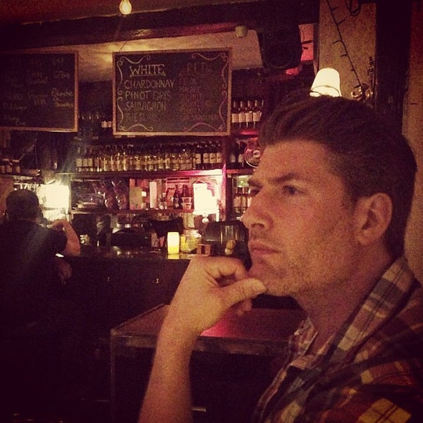 10/13/2013 tarihinde Anna D.ziyaretçi tarafından Shervin's Cafe'de çekilen fotoğraf