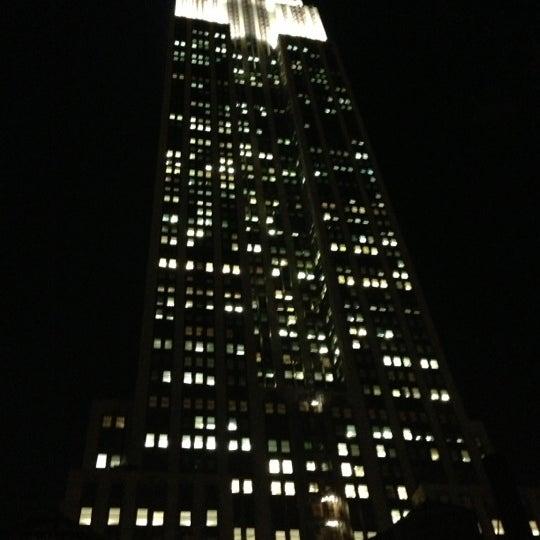 Foto diambil di VU Bar NYC oleh Erik B. pada 12/5/2012