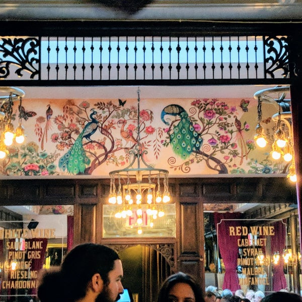 Foto tirada no(a) The Bar Room por Jenn M. em 6/5/2018