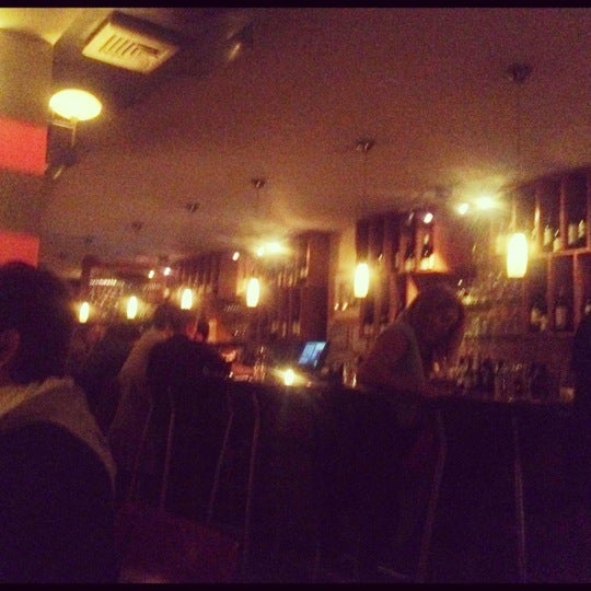 Foto scattata a Stonehome Wine Bar & Restaurant da Sheila L. il 10/20/2012