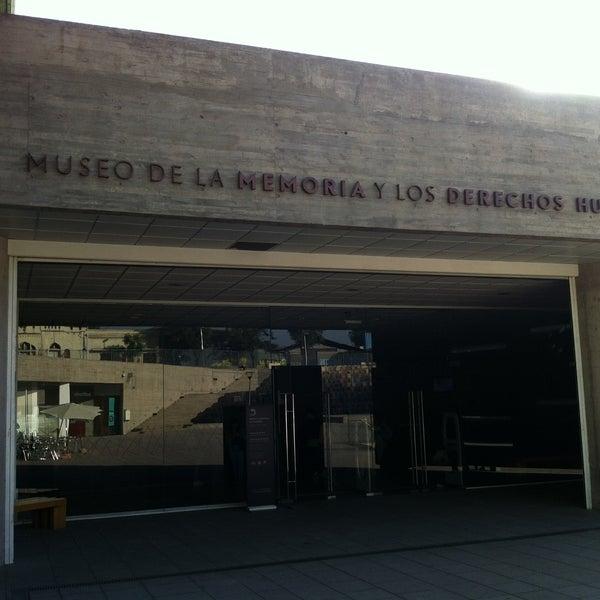 Foto diambil di Museo de la Memoria y los Derechos Humanos oleh Hugo C. pada 4/27/2013
