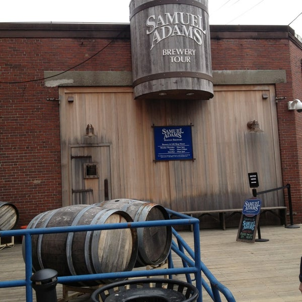 Das Foto wurde bei Samuel Adams Brewery von where in the world is GH am 3/14/2013 aufgenommen