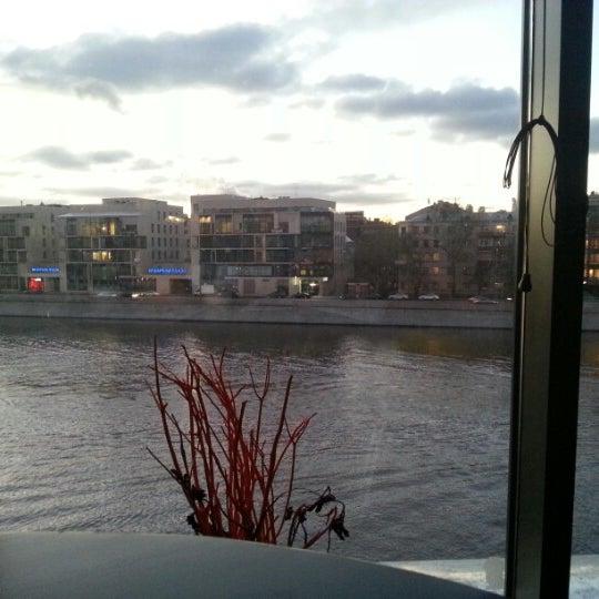Foto tirada no(a) Ресторан & Lounge «Река» por Nikita G. em 11/10/2012