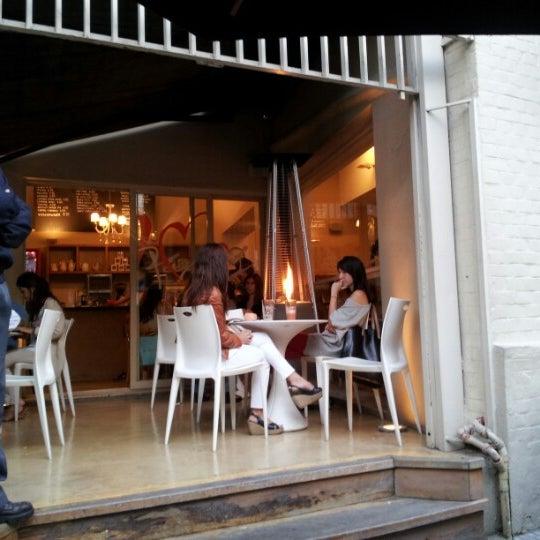 Foto diambil di Mark's Deli & Coffee House oleh Erililie pada 11/25/2012