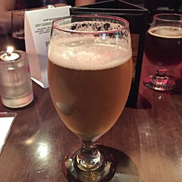 Снимок сделан в Lucky's Tavern пользователем Lupe S. 7/1/2015