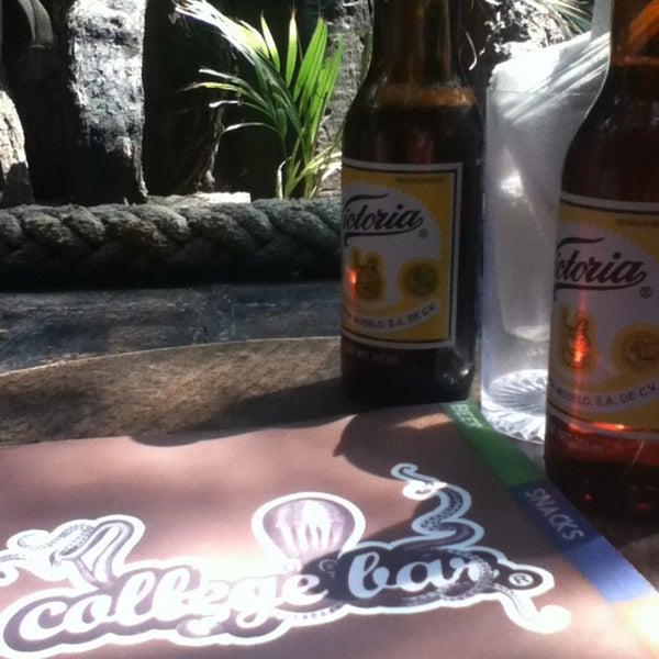 Foto diambil di College Bar oleh Jose Juan A. pada 5/6/2013